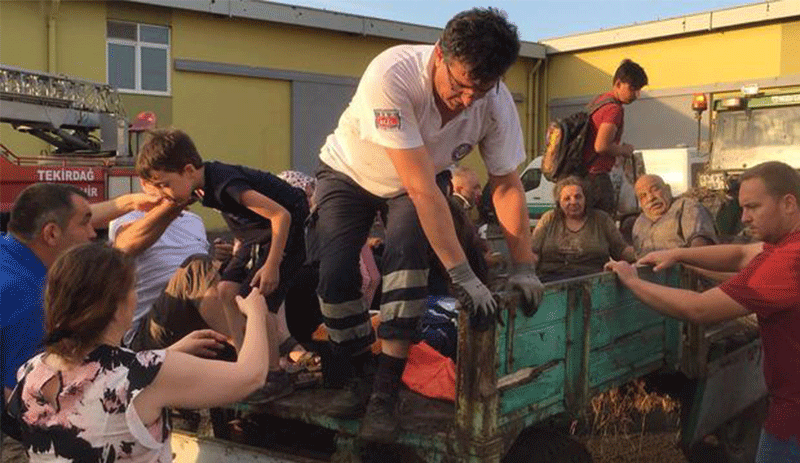 Ambulanslar gidemeyince köylü yaralıları traktörle taşıdı ile ilgili görsel sonucu