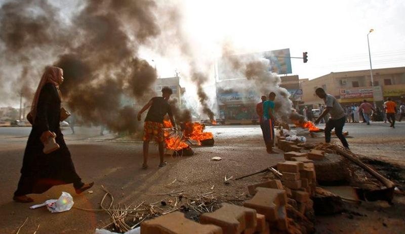 Sudan'da kriz: Çok sayıda asker gözaltında, 4 kişi daha öldürüldü