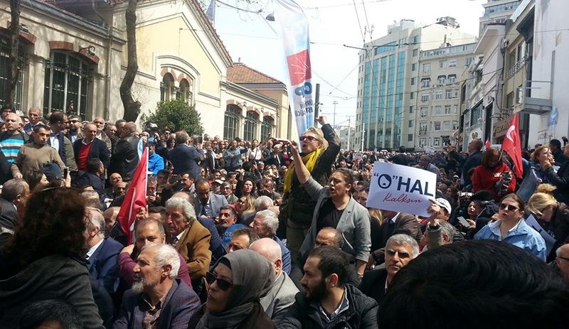 CHP OHAL'e karşı sokakta