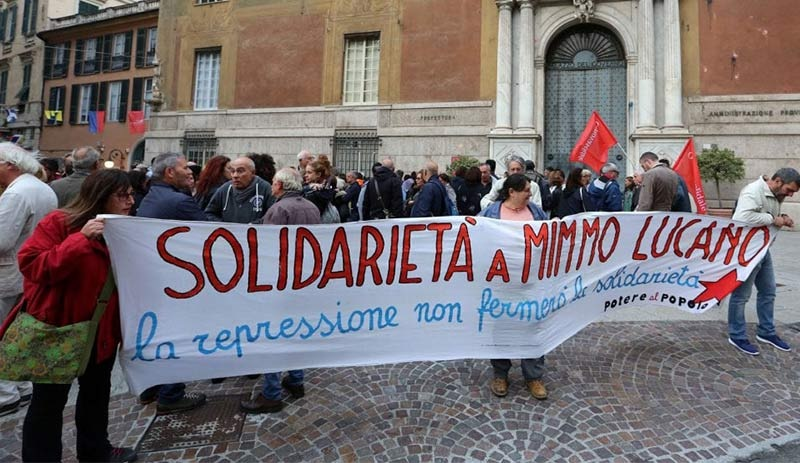 İtalyada göçmenlere kolaylık sağladığı için ev hapsine alınan belediye başkanına destek gösterisi 47