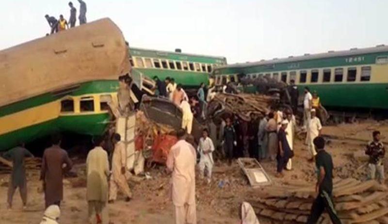 Pakistan'da tren kazası: En az 11 ölü ile ilgili görsel sonucu