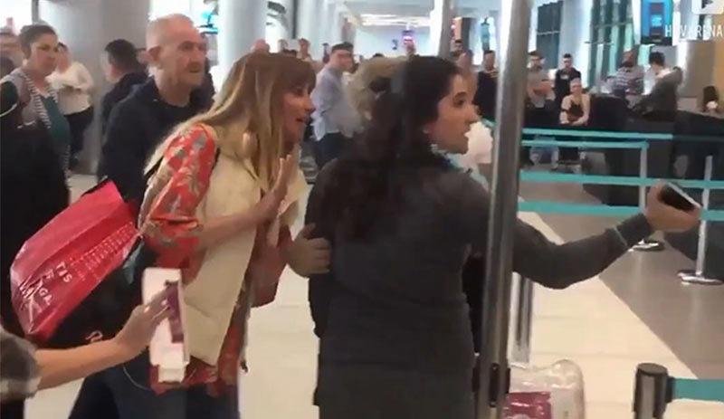Havalimanı çalışanına hakaret eden kadına tepki