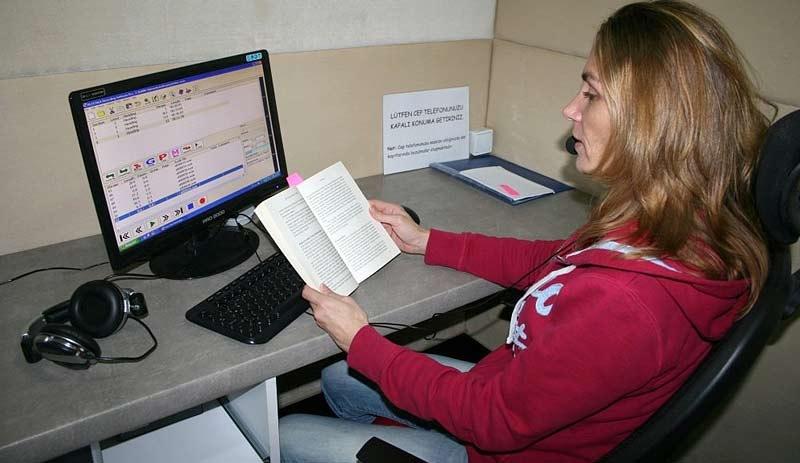'Sesli Kütüphane' Görme Engellilere Işık Oluyor ile ilgili görsel sonucu